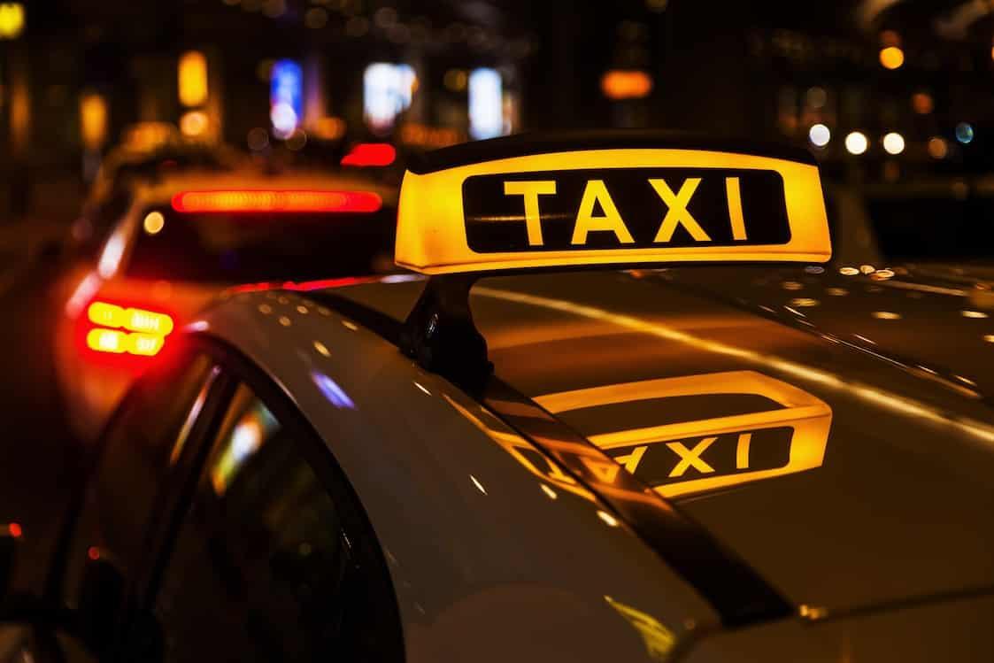 O czym musimy pamiętać jadąc taxi z dzieckiem?