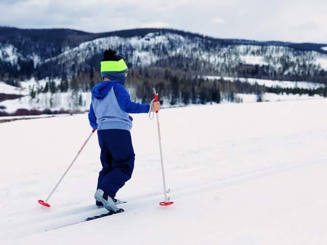Jazda na nartach – jak wyglądają pierwsze kroki?