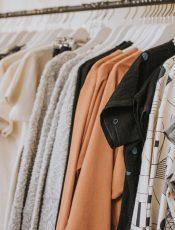Bluzki na wiosnę 2019 dla mam – najmodniejsze propozycje