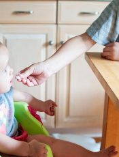 Jakie powinno być odpowiednie krzesełko do karmienia dziecka?